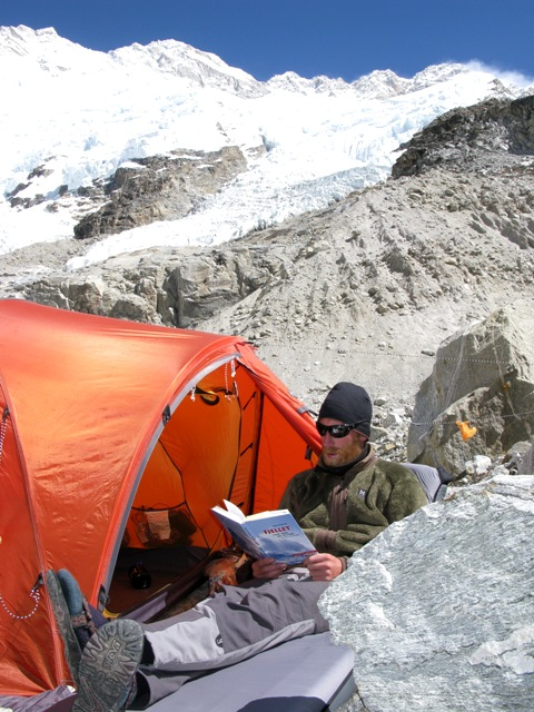 Jörgen relaxing by this tent with Kangchenjunga in the background